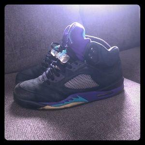 Jordan Retro 5 Men's Black and Grapes (Very rare)